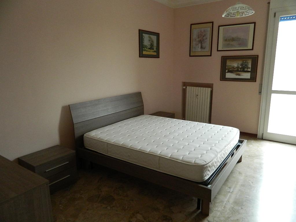 Vendesi Camera Da Letto Matrimoniale.Vendita Appartamento Bilocale Arredato Zona Piazza Matteotti